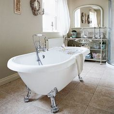 23 Super Ideas For Shabby Chic Bathroom Pictures French Country Country Style Bathrooms, French Country Bedrooms, French Country Style, French Country Decorating, Country Chic, Country Living, Rustic Bathroom Designs, Rustic Bathrooms, Chic Bathrooms