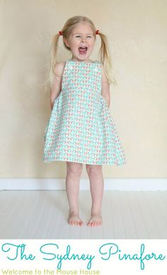 Hayley from Welcome to the Mouse House shares a free pattern over at Sew, Mama, Sew! for this little girl's pinafore. The front is flat, with an elastic casing gathering the sides and back. Sewing Patterns Girls, Kids Patterns, Sewing For Kids, Clothing Patterns, Dress Patterns, Kids Clothing, Sew Mama Sew, Dress Tutorials, Sewing Tutorials