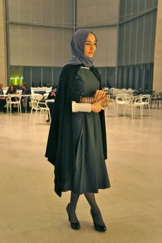 Image from nomad* - a Doha street style and fashion blog    How I love this look!!!