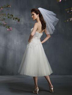 Robe de mariée courte tulle bustier cristal fleur