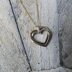 Pure Romantik - diese Herzen aus Weiß- und Gelbgold gehen die perfekte Verbindung ein!