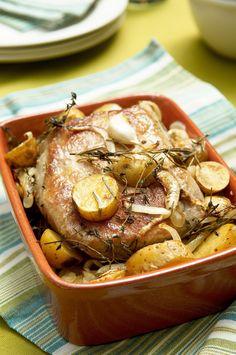 Varkensgebraad boulangère Meat Love, Sunday Roast, Barbecue, Slow Cooker, Dinner Recipes, Good Food, Easy Meals, Food And Drink, Pork