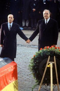 Le 8 janvier 1996, François Mitterrand disparaissait, emporté par un cancer. Onze fois ministre sous la IVe République, président de la République française du 21 mai 1981 au 17 mai 1995, cet homme d'Etat a marqué les Français à la fois par ses accomplissements politiques et les affres de sa vie privée. Alors que l'on commémore le 20e anniversaire de sa mort, retour en images sur quelques moments de sa vie...