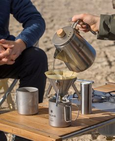 Snow Peak's Field Barista kit ensures a perfect cup of joe no matter where you are. A rugged and lightweight coffee kit for any situation. Camping Coffee, Coffee Cafe, V60 Coffee, Coffee Drinks, House Coffee, Coffee Dripper, Coffee Tin, Decaf Coffee, Coffee Tasting