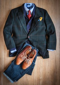a sane use of a green jacket, which can be tricky to pull off. everything else here is very versatile and subdued, allowing that one pop of madness to work.