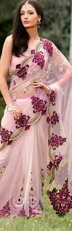 pale pink saree for an Indian wedding / those scalloped edges are amazing