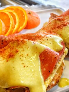 Vegan Eggs Benedict-A Hollandaise Sauce to Blow Your Mind! Mexican Breakfast Recipes, Healthy Breakfast Recipes, Brunch Recipes, Vegan Recipes, Eggs Benedict Recipe, Egg Benedict, Vegan Hot Cross Buns, Vegan Hollandaise Sauce, Vegetarische Rezepte