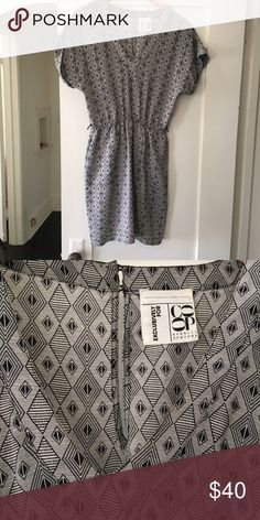 ▫️▪️BARNEYS COOP dress▪️▫️ really cute/shirt black and white diamond patterned V neck dress from BARNEYS COOP. size M, adorable for spring/summer✨ Barneys New York CO-OP Dresses