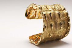 Gold Bangle in crocodile skin design by Patrick Mavros Jr. Jewelry Art, Women Jewelry, Jewellery, Crocodile Skin, Gold Bangles, Bling Bling, Jr, Lion Sculpture, Sparkle