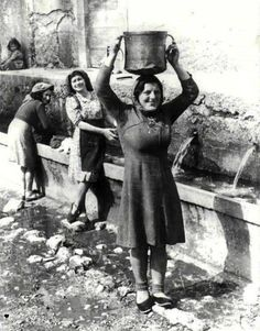Italian Vintage Photographs ~ ~ City of Roccacasale: Water harvesting Italian People, Italian Girls, Vintage Photographs, Vintage Photos, Vintage Italy, Star Wars, Documentary Photography, Black And White Pictures, Women In History