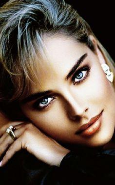 Most Beautiful Eyes, Beautiful Girl Image, Beautiful Person, Gorgeous Women, Gents Hair Style, Tree Woman, Flawless Face, Dangerous Woman, Pretty Eyes