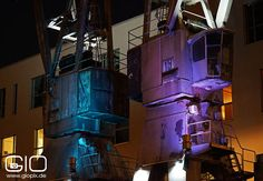 Beleuchtete Kräne am Hafen in Neuss. http://www.giovanni-malfitano.de/2015/10/07/nachtaufnahmen-vom-hafen-und-quirinus-m%C3%BCnster-in-neuss/