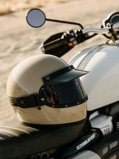 GLOSS BLACK // KNOX HELMET SET - The Equilibrialist Retro Motorcycle Helmets, Motorcycle Gear, Riding Helmets, Cafe Racer Helmet, Vintage Helmet, Classic Motors, Visors, Mini Bike, Vintage Bikes
