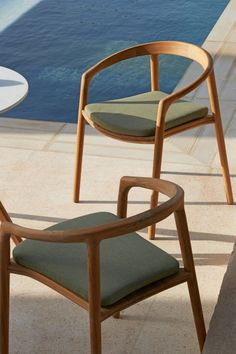 Furniture Projects, Furniture Decor, Furniture Design, House Furniture, Outdoor Furniture, Outdoor Armchair, Outdoor Chairs, Outdoor Areas, Round Dining Table