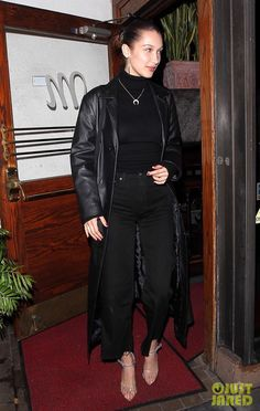 Bella Hadid Looks Chic While Leaving Dinner in West Hollywood!: Photo Bella Hadid looks fabulous and fashionable while leaving dinner! The fashion model was spotted stepping out of Madeo restaurant on Monday (January… Black Leather Jacket Outfit, Long Coat Outfit, Outfit Look, Style Bella Hadid, Bella Hadid Outfits, Outfit Jeans, Celebrity Outfits, Celebrity Style, Style Casual