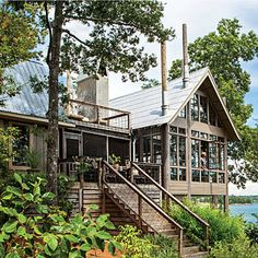 Lake House in the Trees - Southern Living - Designer Richard Tubb gives his Alabama lake house a glass-walled addition that blurs the boundaries between inside and out. Lake Cabins, Cabins And Cottages, Interior Exterior, Exterior Paint, Interior Design, Haus Am See, Lake House Plans, Lakeside Living, Lake Cottage