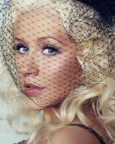 Christina Aguilera super cute look . Divas, Beautiful People, Beautiful Women, Beautiful Days, Stunningly Beautiful, Christina Aguilera, American Singers, Role Models, My Idol
