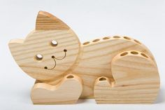 Cat Pencil Holder – Wooden Pencil Holder – Perfect décor item for a kid's room or office – Perfect gift for pet lovers – Woodworks Wood Pencil Holder, Pencil Boxes, Wood Projects, Woodworking Projects, Wooden Welcome Signs, Scroll Saw Patterns Free, Wood Carving Patterns, Wooden Dollhouse, Wooden Animals