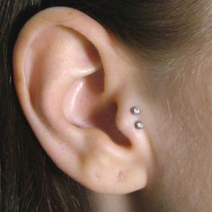 So cute! If my tragus piercing didn't hurt so bad the first time, I would totally do this to my other one.