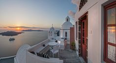 Enjoy spectacular views, unforgettable experiences, customised services and award-winning dining, in a unique hotel in Santorini Greece.