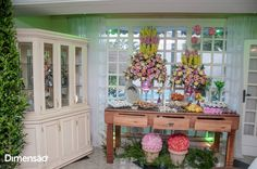 Foto por Dimensão Fotografia ❤ Lorrane & Odirlei em Vila Velha/ES. Decoração de casamento clássica + Amarelo e magenta   Classic wedding + Yellow and magenta