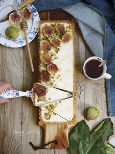 Tarta S'mores sin horno {No Bake S'more Tart} - Pemberley Cup & Cakes Creative Desserts, Fancy Desserts, Delicious Desserts, Sweet Recipes, My Recipes, Cooking Recipes, Fig Tart, Roasted Figs, Breakfast At Tiffanys