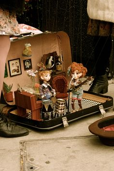 Doll house in suitcase Tour Photos | Theatre of Dolls