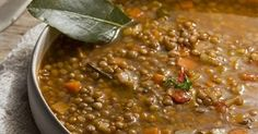 What's cooking today in Abruzzo?This is the real comfort food, very tasty and healthy! Read the full recipe and watch the video! Italian Soup, Italian Recipes, Beef Tagine, Tuscan Bean Soup, Vegetable Soup Healthy, Lentil Soup Recipes, Pasta E Fagioli, Caldo, Cooking Recipes