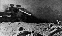Soviet infantrymen before a black German tank PzKpfw. VI «Tiger» Kursk [Via].