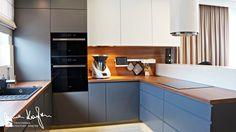 Dom jednorodzinny, Strefa dzienna - Średnia otwarta kuchnia w kształcie litery u z oknem - zdjęcie od Anna KarJan Pracownia architektury wnętrz