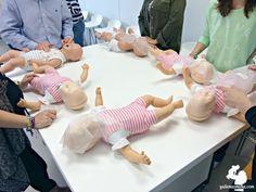Que tu bebé se resbale, se caiga o se atragante, son cosas que pueden pasar en tu día a día. Calma y a poner soluciones.