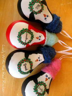 Cómo hacer adornos de Navidad con bombillas antiguas - #AdornosArbol, #Bombillas, #IdeaParaReciclar http://navidad.es/13657/como-hacer-adornos-de-navidad-con-bombillas-antiguas/