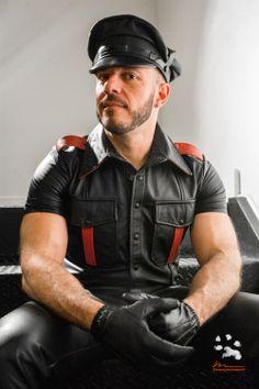 Men in leather gear, biker gear and rubber gear. Mens Leather Pants, Leather Cap, Leather Gloves, Black Leather, Jeans En Cuir, Hommes Sexy, Men In Uniform, Trends, Hairy Men