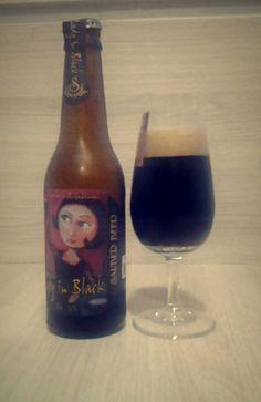 Cerveja Lady in Black, estilo Sweet Stout, produzida por Sauber Beer, Brasil. 5.5% ABV de álcool.