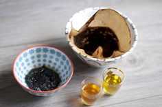 Super easy and natural DIY coffee face mask for smoother skin - teetharejade.com