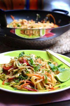 Thai csirkés-zöldséges tészta - Kifőztük, online gasztromagazin Green Eggs And Ham, Cooking Recipes, Healthy Recipes, Healthy Food, Penne, Wok, Pasta Salad, Cabbage, Clean Eating