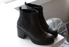 black boots | coeurdecaramel.tumblr.com
