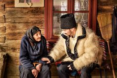 City People, Traditional Outfits, Fur Coat, Photos, Beautiful, Clothes, Facebook, Type 1, Folk Art