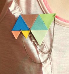 Color angles brooch