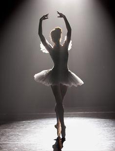 Breaking pointe ballet in 2019 dance, dance art, dance pictures. Art Ballet, Ballet Dancers, Ballerinas, Bolshoi Ballet, Ballet Pictures, Dance Pictures, Belly Dancing Classes, Bild Tattoos, Fred Astaire