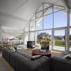 A contemporary barn house for a young family near Petaluma California Photography by David Wakely Architecture firm Turnbull Griffin Haesloop have designed the Hupomone Ranch located on an original homestead nbsp hellip Contemporary Barn, Modern Barn, Modern Country, Metal Building Homes, Building A House, Morton Building Homes, Green Building, Interior Architecture, Interior And Exterior