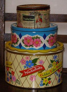 Vintage Kitchen vintage tins-- what is this anything-vintage-tin-will-do addiction I have? - I like collecting vintage tins but it's nice to also put them to good use. These ones contain various sewing supplies and buttons. Vintage Tins, Vintage Kitchen, Vintage Decor, Vintage Antiques, Vintage Picnic, Vintage Candy, Vintage Ideas, Vintage Stuff, Vintage Metal