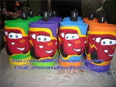 Sorpresa-dulceros cars Pixar Cars Birthday, Drink Sleeves, Lunch Box, Mcqueen, Leo, Party Ideas, Fiestas, Sachets, Parties Kids