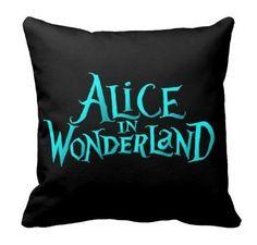 Almofada Alice no País das Maravilhas - Fundo Preto - Cubo Roxo