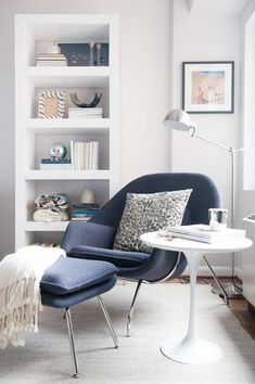 Relaxing reading nook design ideas for you to use. Over thirty gorgeous and relaxing reading nook corners. Feed your design ideas now. Home Living Room, Living Room Decor, Living Spaces, Apartment Living, Decoration Inspiration, Room Inspiration, Decor Ideas, Decorating Ideas, 31 Ideas