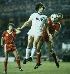 Nottm Forest 1 Hamburg SV 0 in May 1980 in Madrid. Kevin Keegan and John McGovern jump for the ball in the European Cup Final. Kevin Keegan, Hamburger Sv, Nottingham Forest, European Cup, Fa Cup, Champions League, Finals, Football, Soccer