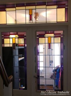 Het Glazen Ambacht is gespecialiseerd in kamer ensuite deuren. We hebben een ruime voorraad authentieke deuren die we in overleg met u op maat maken. Stained Glass, Divider, Art Deco, Tiffany, Room, House, Inspiration, Furniture, Tips