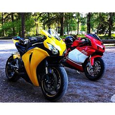 Ducati 999 and Honda CBR1000R Fireblade