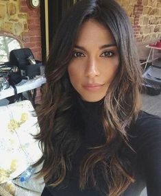 Pia Miller flaunts her lighter hair colour and gets a new Mazda It appears that the brunette lightened the ends of her hair with a touch of blonde (L) Dark Chocolate Brown Hair, Dark Caramel Hair, Chocolate Blonde, Gorgeous Hair, Hair Looks, Curly Hair Styles, Hair Beauty, Beauty Style, Layered Hairstyles