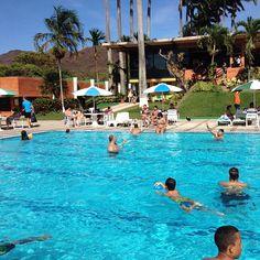 """""""Sol, piscina, y Carnaval!"""" Club Internacional  Valencia, Venezuela"""